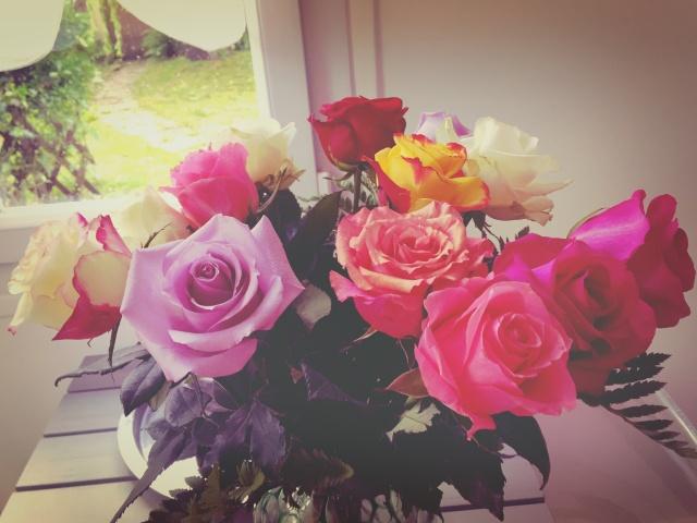 Aller chez cette amie qui a toujours de sublimes bouquets de fleurs fraiches dans son salon....